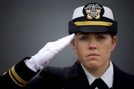 militar saludando